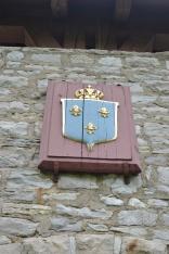 French crest showing the fleur-de-lis