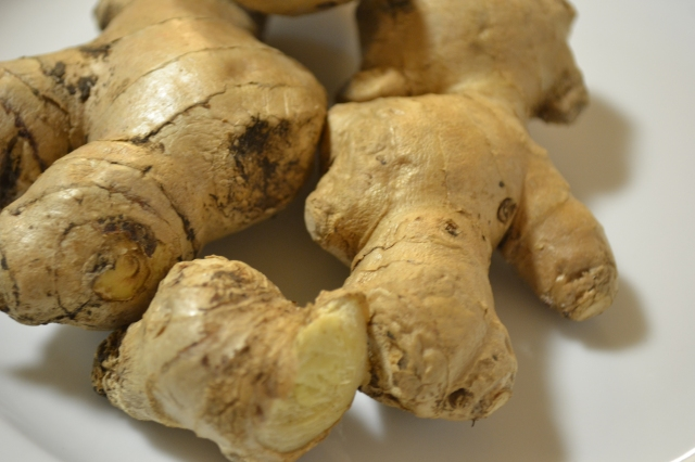Fresh ginger rhizomes
